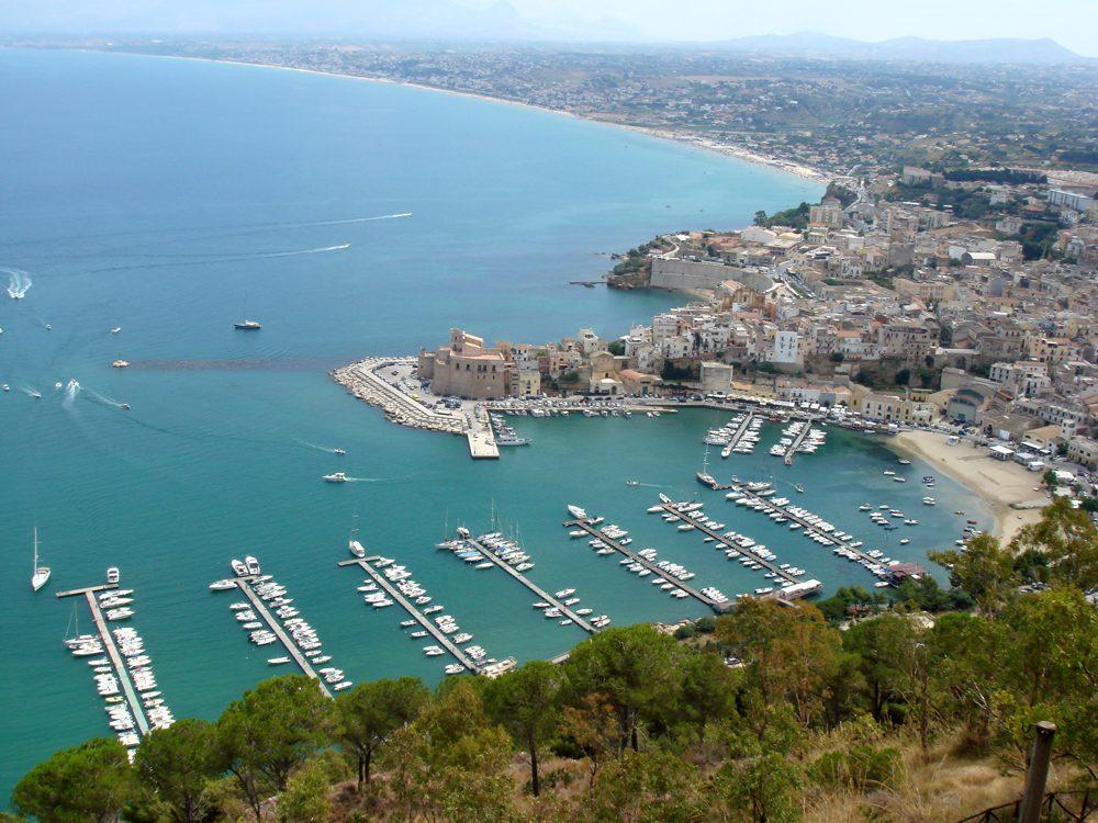 Vista panoramica sul porto di Castellammare del Golfo