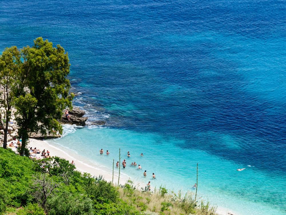 Il mare azzurro della Riserva dello Zingaro
