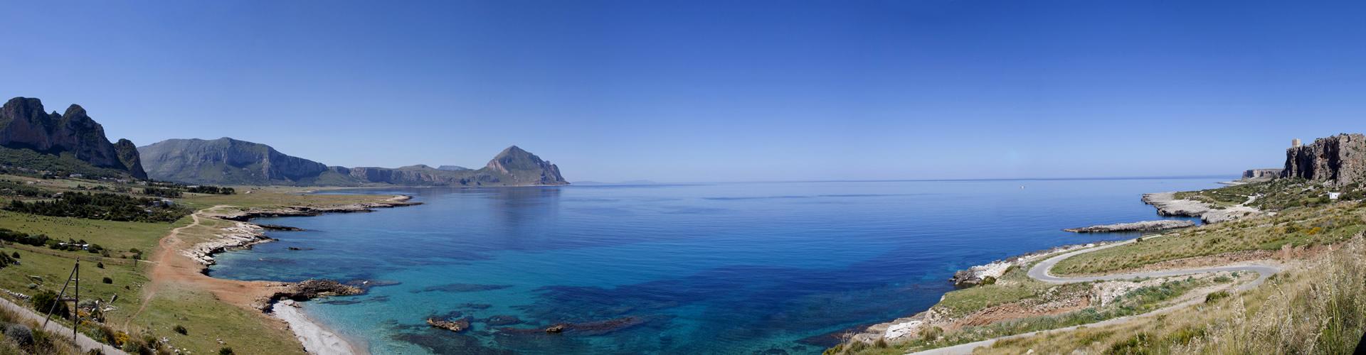 Monte Cofano nel blu del mare di Macari